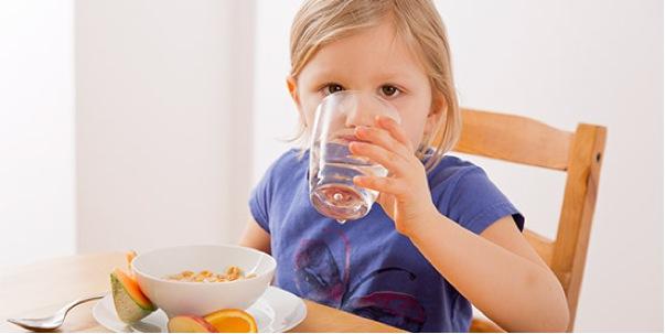 """Kai vaikai kartoja """"nenoriu"""": ką daryti, kad sveikas maistas būtų ir mėgstamas"""