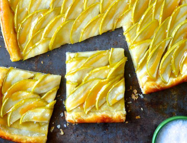 Sūdytos karamelės pyragas su obuoliais