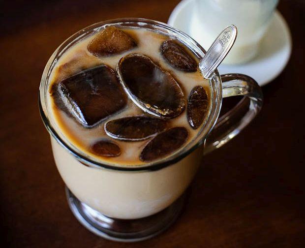 Šalta kava su kavos ledukais