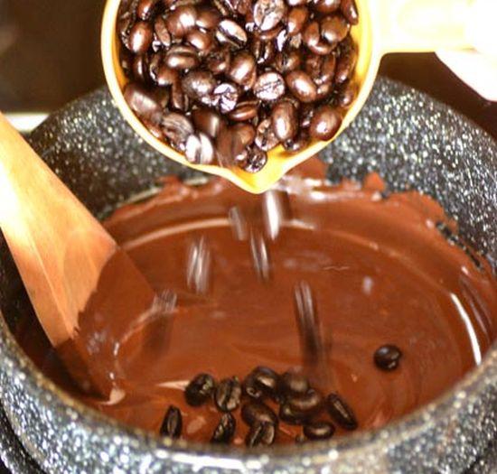 Kavos pupelės šokolade