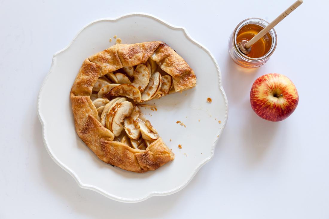 Pirštus apsilaižysi: gardus ir paprastas obuolių pyragas