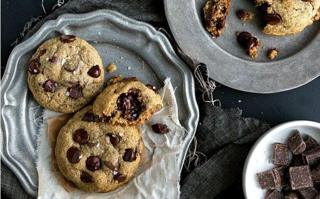 Burnoje tirpstantys sausainiai su avižiniais dribsniais ir šokoladu