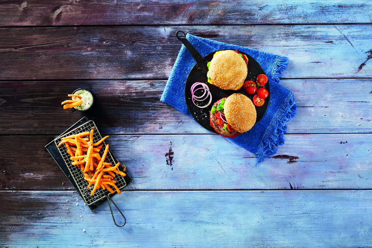 Mėsainiai ir dešrainiai be sąžinės graužaties: 5 šefo patarimai ilgojo savaitgalio virtuvei