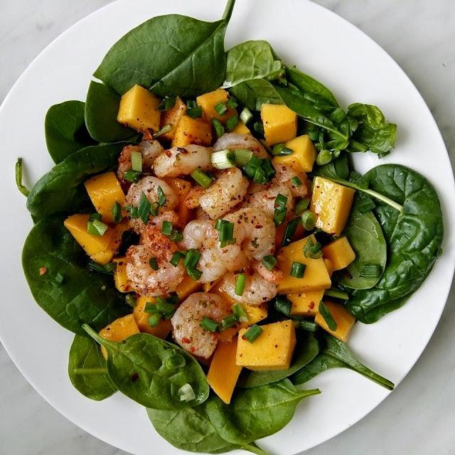 Krevečių ir mango salotos