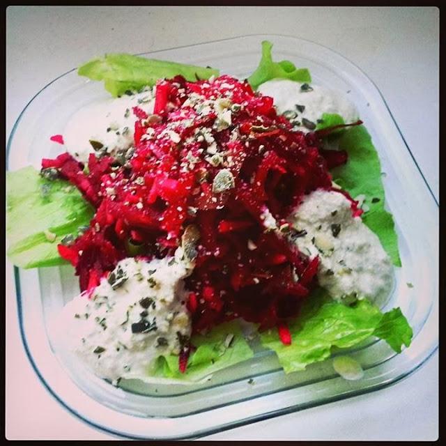 Žaliavalgiškos burokėlių salotos