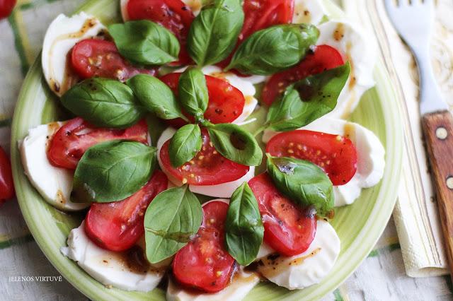 Pomidorai su mocarelos sūriu