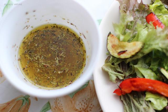 Salotos su cukinijom ir kedro riešutais