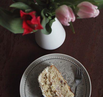Pavasarinis tortas su ananasais ir graikiškais riešutais