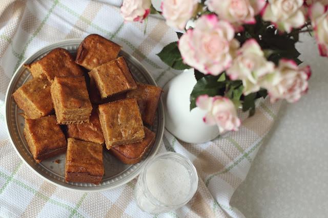 Drėgnas apelsinų pyragas su datulėmis