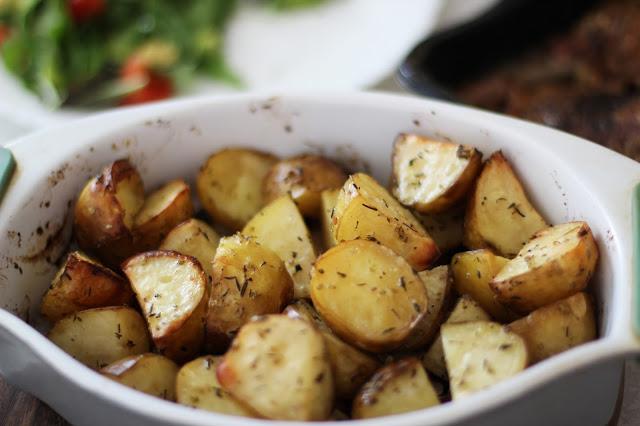 Anties kulšelės su česnakinėmis bulvytėmis bei saldžiarūgščiu slyvų padažu