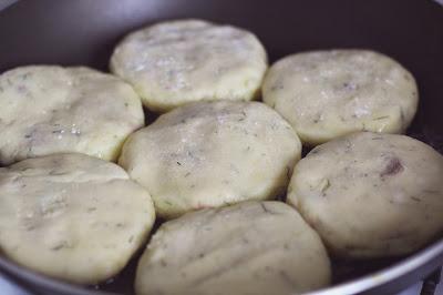 Bulviniai blynai su žąsienos pašteto įdaru