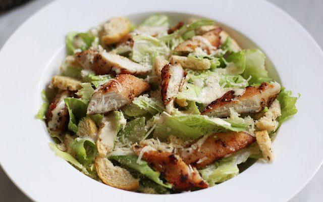 Cezario salotos su triušienos gabaliukais