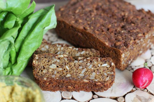 Naminė duona su avinžirnių-pupelių užtepėle