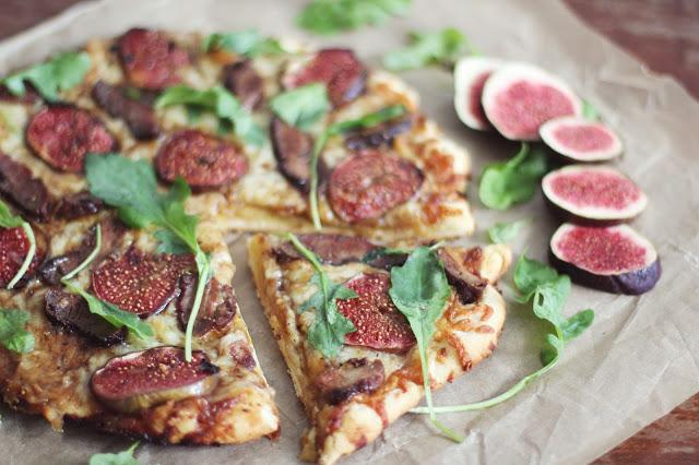 Rudeniška pica su antiena ir figomis