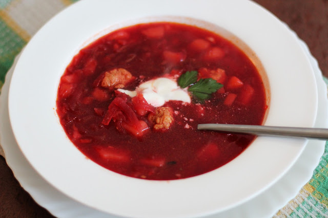Burokėlių sriuba su triušienos galkutėmis