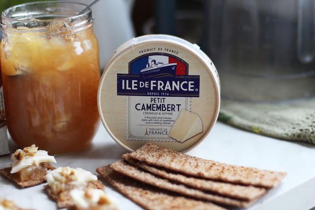 Camembert sūrio užkandis