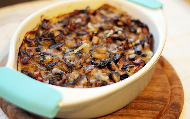 Tarkuotų bulvių apkepėlė su grybais