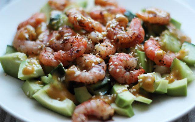 Avokadų ir krevečių salotos