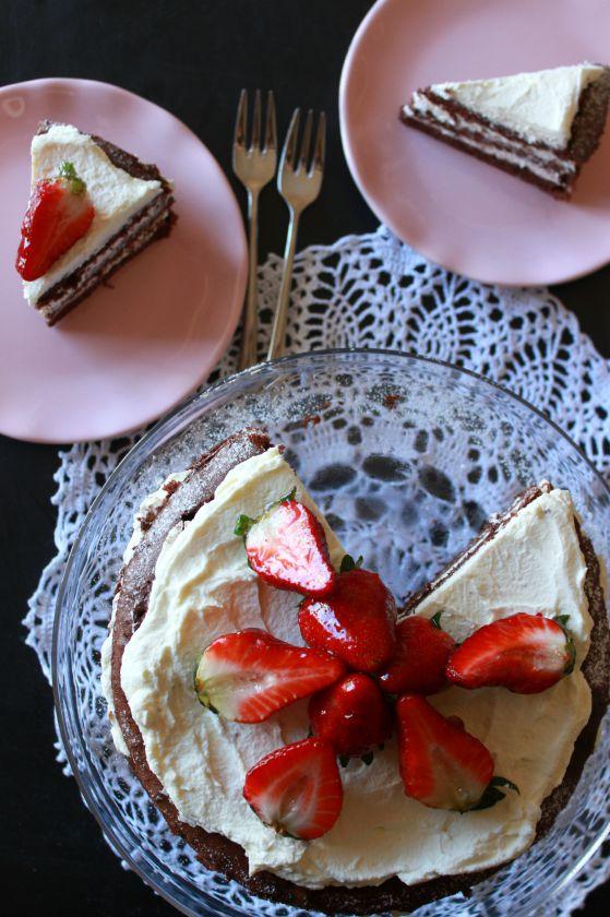Paprastas tortas su braškėmis