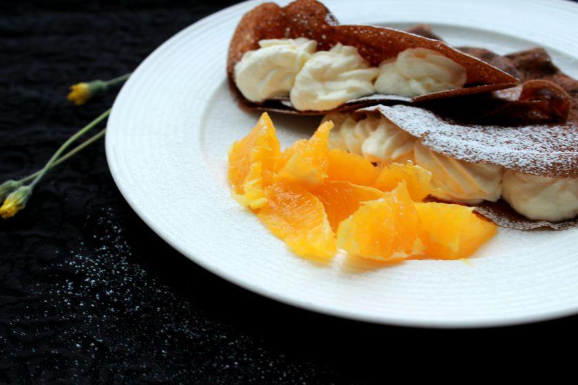 Šokoladiniai lietiniai su apelsininiu grietinėlės kremu