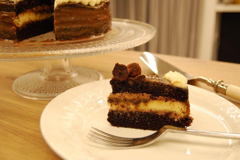 Šokoladinis tortas su sūrio pyragosluoksniu