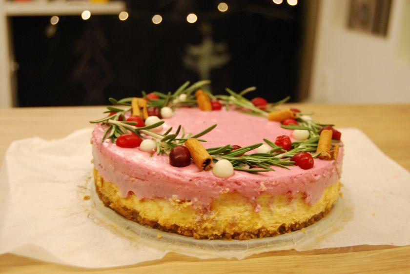 Sūrio tortas su spanguolėmis