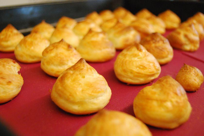 Plikyti sūrio pyragėliai gougeres