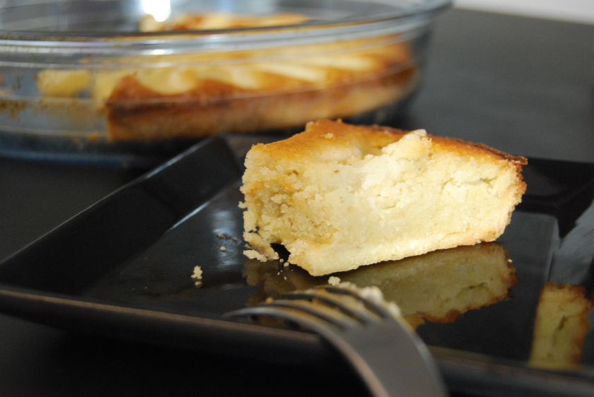 Migdolinis pyragas sukriaušėmis