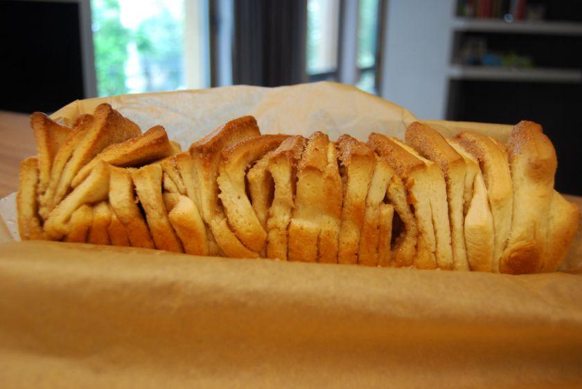 Mielinių lapelių pyragas su apelsinais ircinamonu