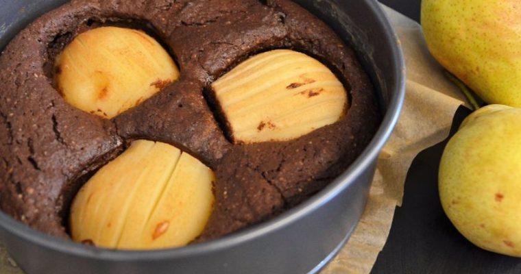 Šokoladinis pyragas su migdolais ir kriaušėmis