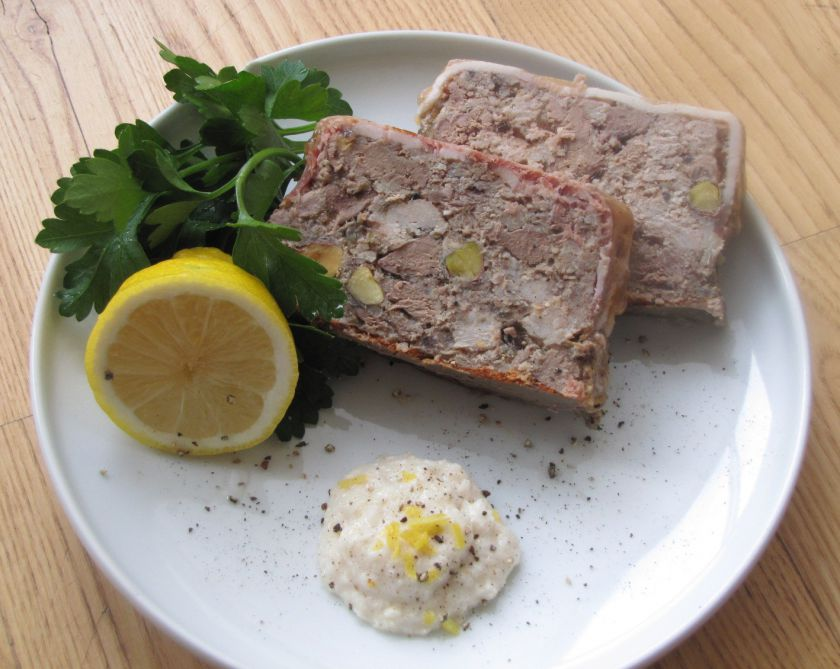 Kiaulienos paštetas su kepenėlėmis ir pistacijomis
