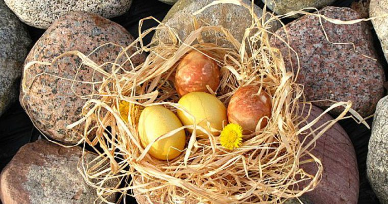Natūraliai marginti kiaušiniai arba velykinė repeticija