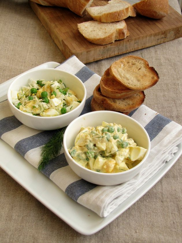 Kiaušinių salotos su šviežiais žirneliais ir salieru