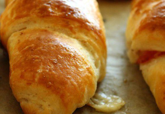 Kruasanai su sūriu ir šonine