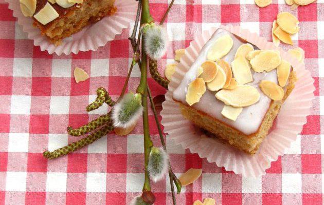 Meduolis su medumi ir citrininiu glajumi