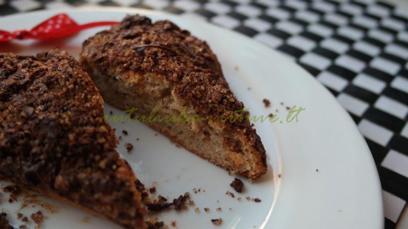 Bananinis pyragas su šokolado/cinamono trupiniais