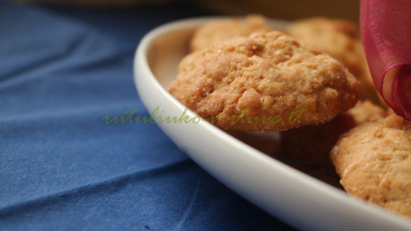 Avižiniai sausainiai su žemės riešutų sviestu