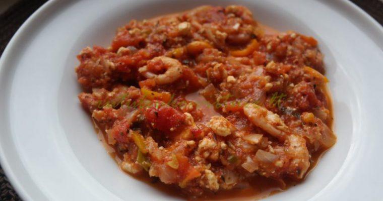 Troškinys su pomidorais, fetos sūriu ir krevetėm