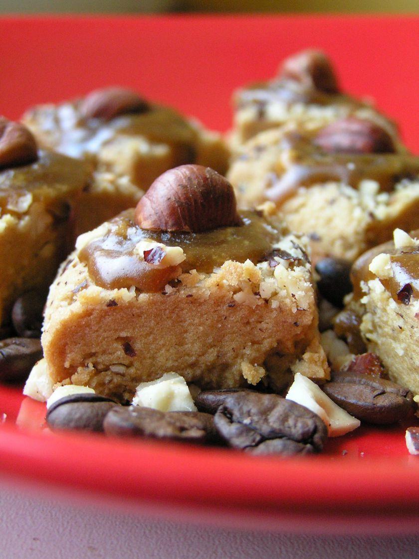 Sausainiai su kava ir lazdyno riešutais
