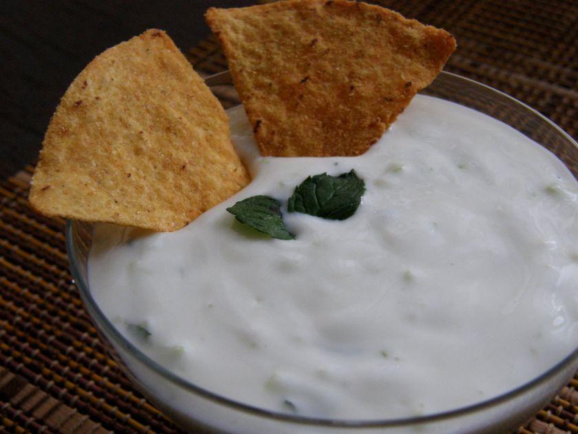 Mėtinis agurkų ir jogurto padažas