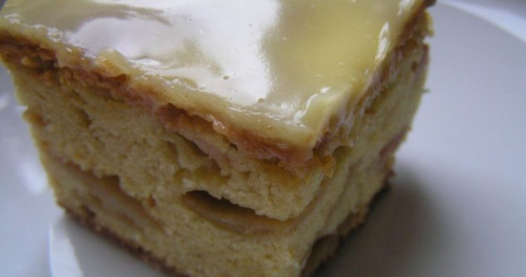 Obuolių pyragas su mascarpone glaistu