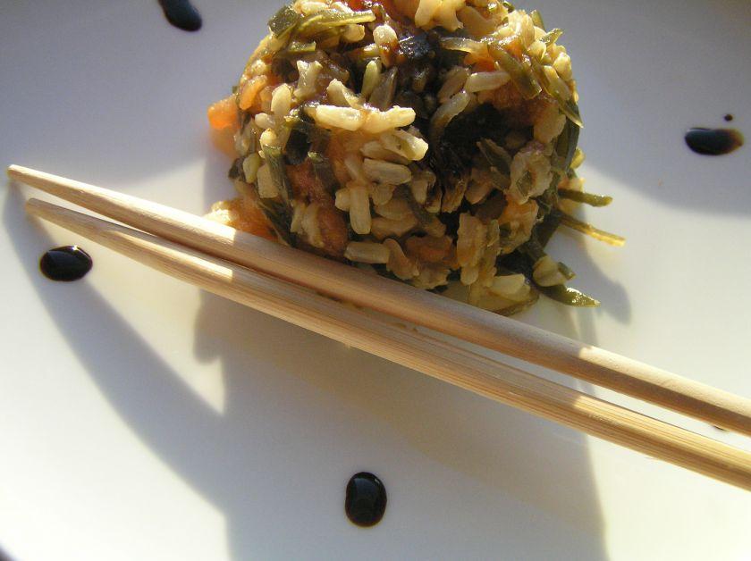 Greita ir skanu: lašiša, ryžiai ir jūros kopūstai