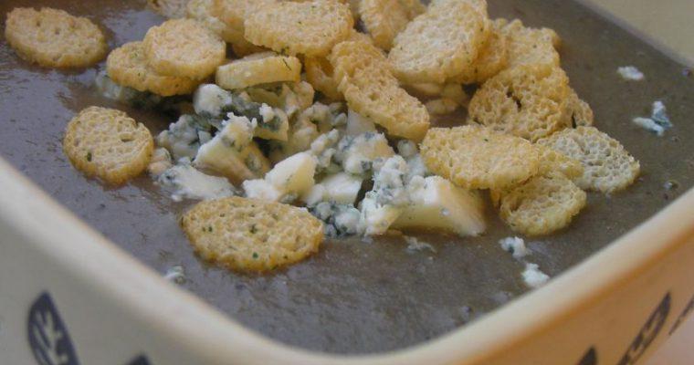 Pertrinta baravykų sriuba su pelėsiniu sūriu