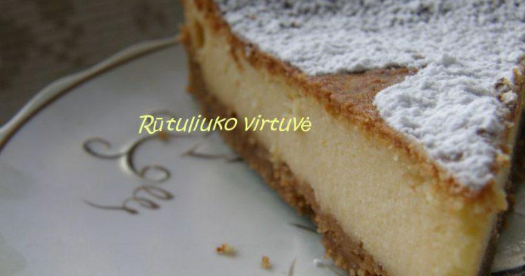 Burnoje tirpstantis varškės pyragas