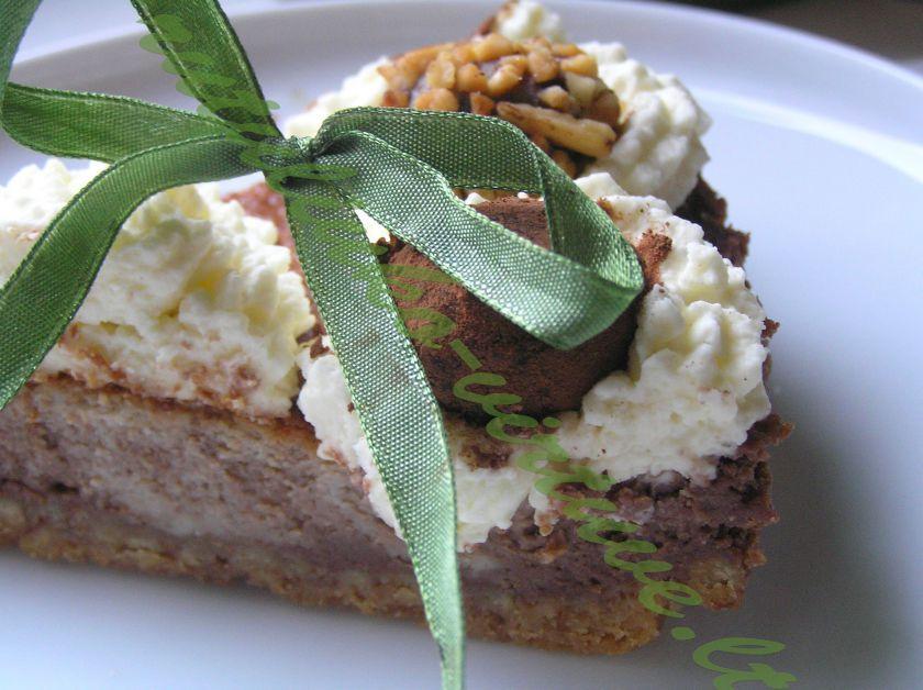 Šokoladinis tortas, puoštas triufeliais