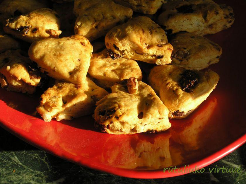 Sausainiai su saulėj džiovintais pomidorais