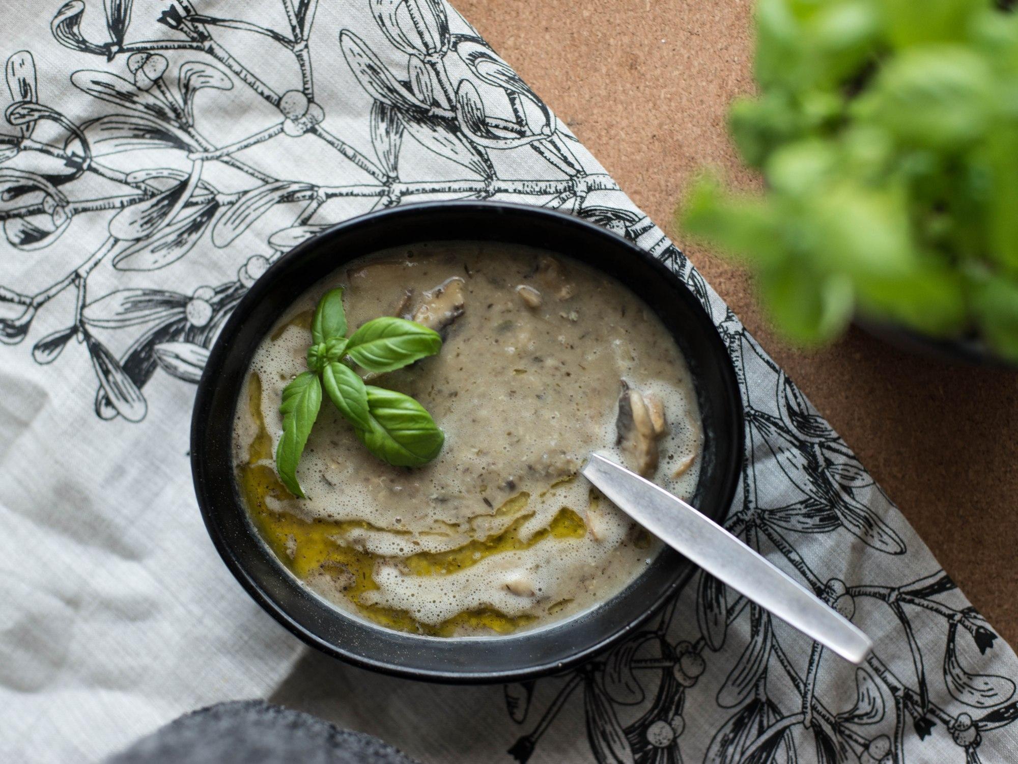 Trinta pievagrybių ir pupelių sriuba