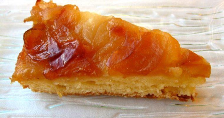 Apverstas obuolių pyragas