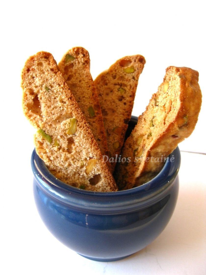 Biscotti su anyžiais ir pistacijomis