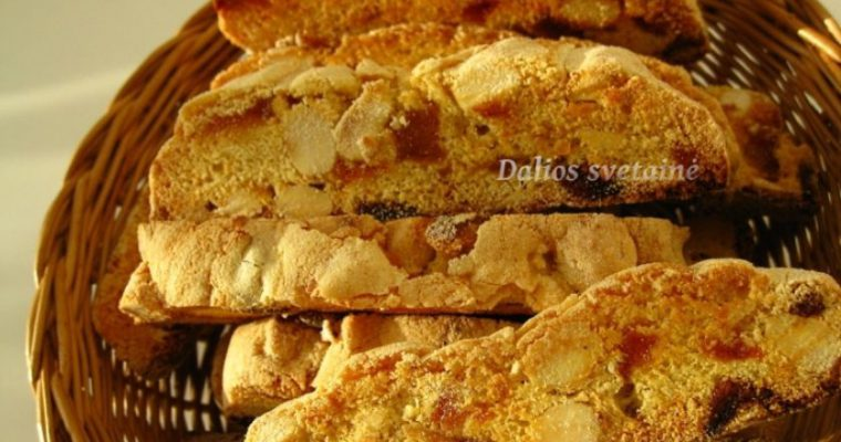 Biscotti su migdolais, abrikosais ir kriaušėmis